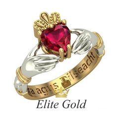 ирландское кольцо в двух цветах золота с камнем