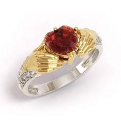 кольцо Beloved с красным камнем в центре в 2 цветах золота