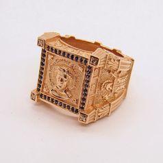 мужской перстень с сапфирами и бриллиантами в красном золоте