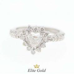 кольцо в форме сердца с камнями
