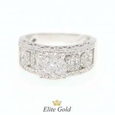кольцо с узорами и камнями