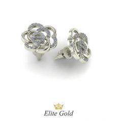 Золотые серьги-гвоздики в виде цветка с россыпью камней