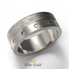 Золотое кольцо с болтами и камнями