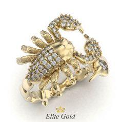 кольцо в форме скорпиона с камнями в желтом золоте