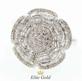 кольцо в форме цветочка с россыпью камней