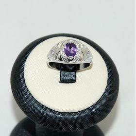 кольцо с аметистом белое золото или серебро на подставке