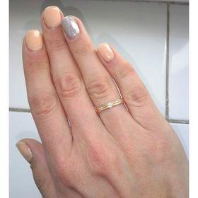 обручальные кольца дорожки с камнями на пальце