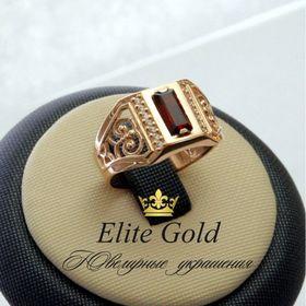 мужское кольцо с камнем и узорами в красном золоте и гранатом