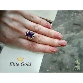 кольцо с большим овальным камнем на руке