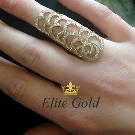 кольцо на весь палец с камнями на пальце