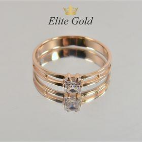 женское кольцо с квадратным камнем в красном золоте с белым камнем