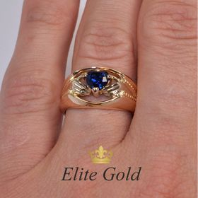 ирландское широкое кольцо с камнем на пальце