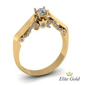 женское необычное помолвочное кольцо с камнями