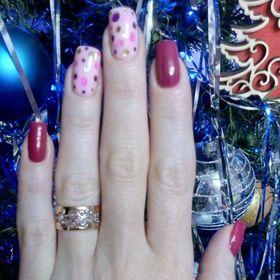 кольцо широкое с узорами на пальце