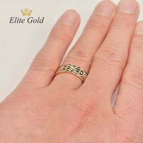 мужское кольцо Insignia на руке