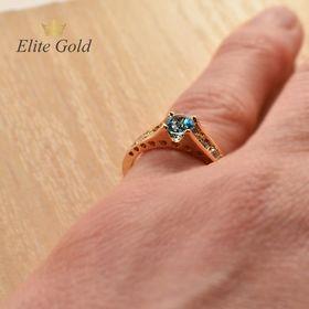 кольцо Isabella с топазом Swiss на руке