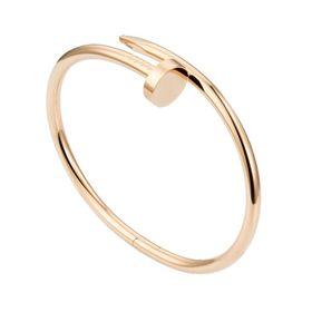 браслет в стиле cartieк в красном золоте