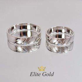 обручальные кольца в белом золоте с матированием и бриллиантом
