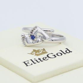 кольцо в виде ножек в белом золоте с камнем