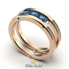 кольцо Ambassador с синими камнями в красном золоте с белыми перемычками