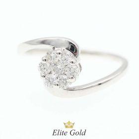 кольцо в форме цветочка с камнями