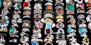 драгоценности с цветными камнями