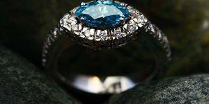 кольцо с камнем топазом