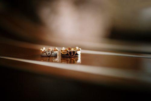 обручальные кольца корона с эмалью и гербом