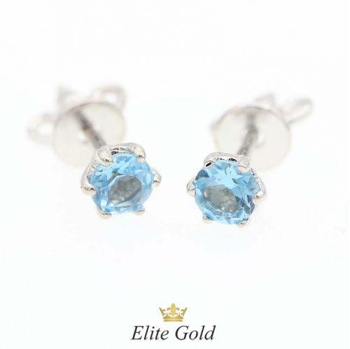 серьги гвоздики с голубыми камнями