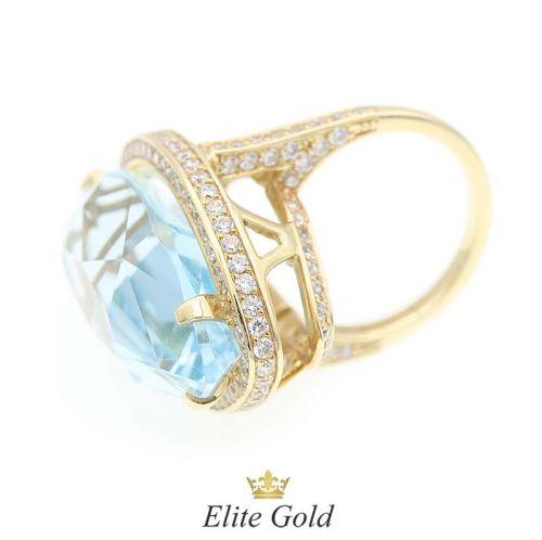 Авторский женский перстень Blue Lagoon в лимонном золоте