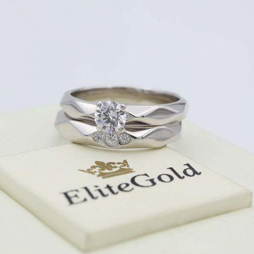 кольцо Facette в белом золоте вместе с обручальным женским кольцом