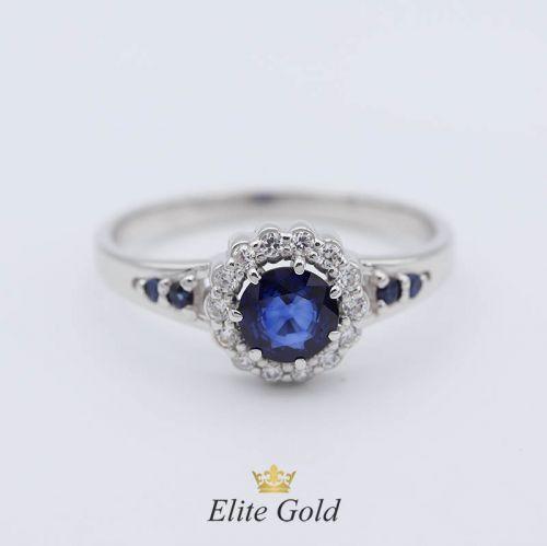 кольцо Milena в белом золоте с синими и белыми камнями