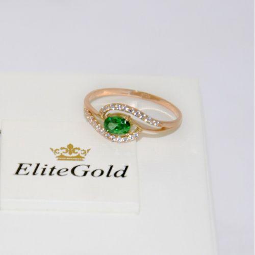 женское дизайнерское кольцо с овальным камнем зеленого цвета