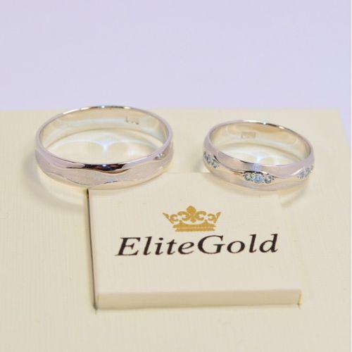 обручальные кольца волны с матовыми вставками в белом золоте