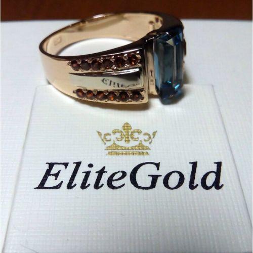 мужское кольцо с камнем посередине в красном и белом золоте