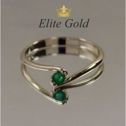 кольцо помолвочное с одним камнем изумрудом в белом золоте