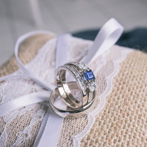 сет из колец для невесты в белом золоте с сапфиром