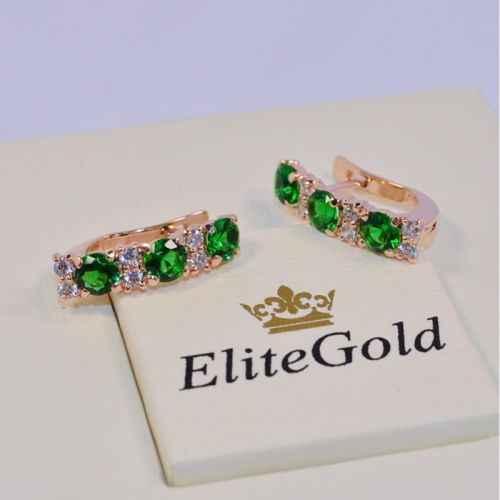 женские серьги с зелеными и белыми камнями в красном золоте