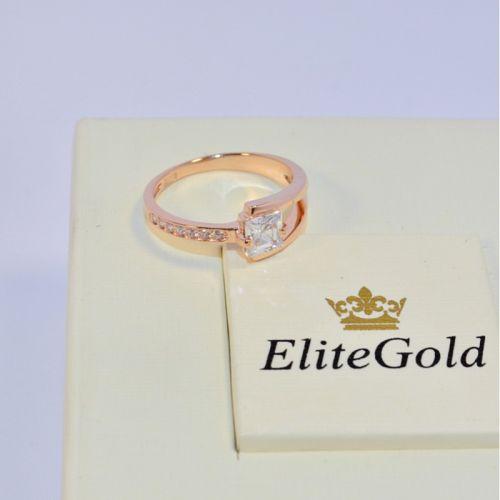 женское кольцо с квадратным камнем в красном золоте и белыми камнями