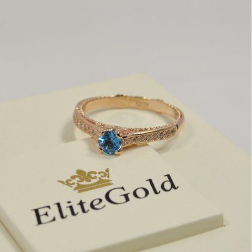 женское кольцо с узорами в красном золоте с топазом