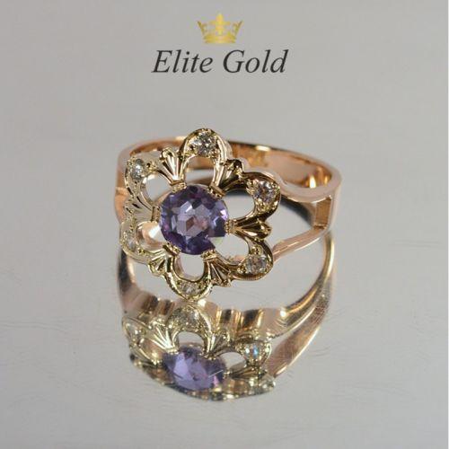 женское кольцо в виде цветочка с большим камнем