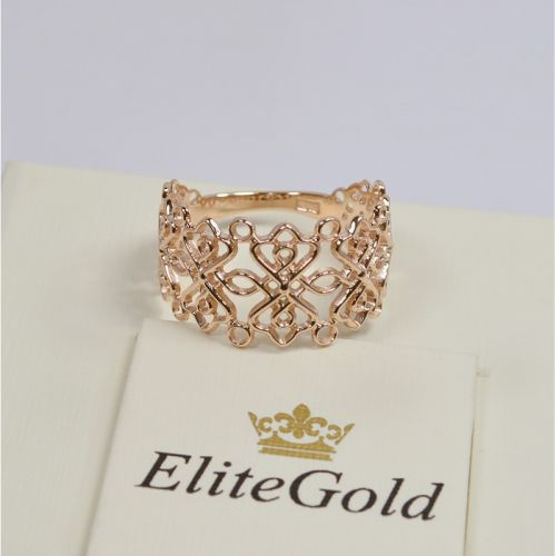 женское широкое кольцо с узорами в красном золоте