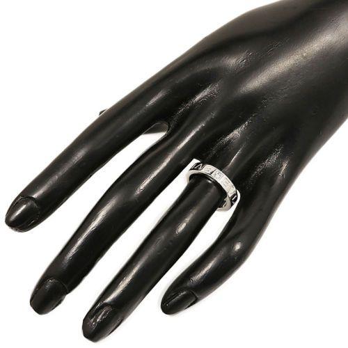 кольцо в стиле булгари с камнем на пальце