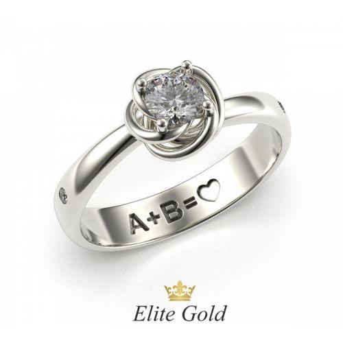 женское кольцо для помолвки с узорной площадкой