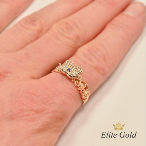 кольцо в виде ладошек на руке