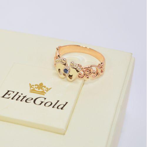 кольцо в виде пяточек с синим камнем в центре