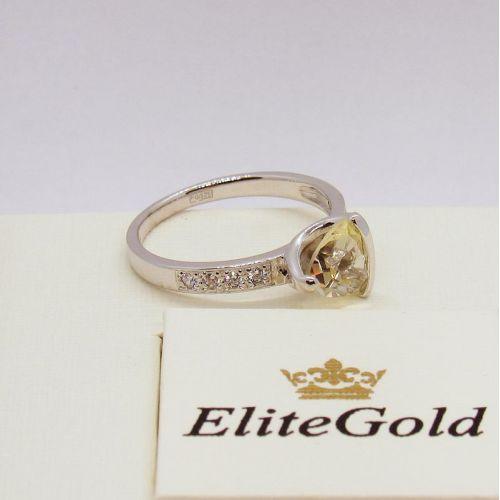 кольцо с цитрином в белом золоте