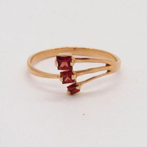 кольцо с гранатами фото