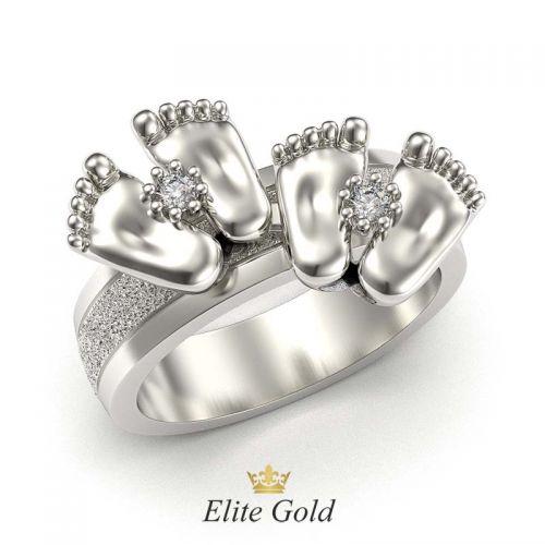 кольцо с двумя парами пяточек в белом золоте