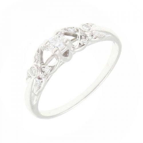 женское кольцо на помолвку с камнями